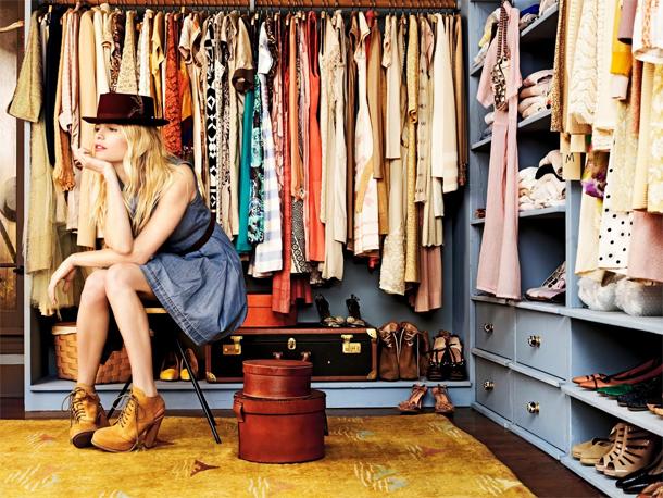 Muitas roupas de vários preços ou poucas, mas de marcas caras?