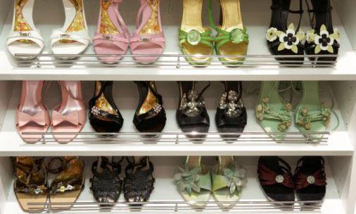 sapatos Guarda roupa bem organizado facilita na hora de escolher o visual