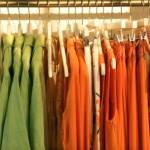 Organização de guarda-roupas: agrupando as peças