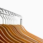 Organização de guarda-roupas: cabides e acessórios