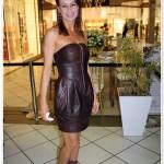 Usando couro no verão: vestido corset + open boot + maxi-brincos